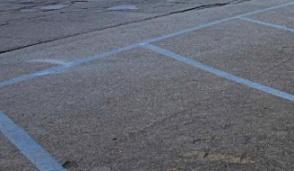 Non lasciate l'auto, divieto di sosta sulle strisce blu nella giornata di mercoledì a partire da mezzogiorno