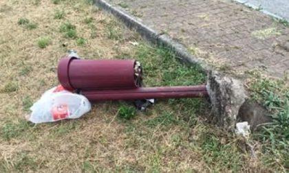 """Vandali scatenati a Ferragosto: il sindaco li invita a """"confessare"""" la bravata"""