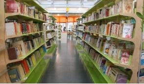 La biblioteca fa gli straordinari: aperta fino alle 18,30 per venire incontro agli studenti e a chi lavora
