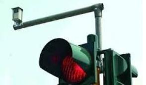 Semaforo in tilt: disagi davanti all'aeroporto