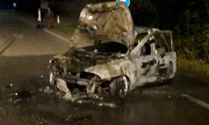 Cafasse: auto in fiamme dopo incidente