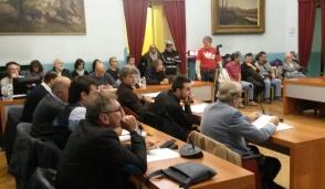 Della Pepa revoca le dimissioni, ma non si placa la polemica