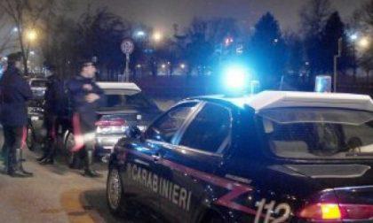 Sperona l'auto con a bordo la sua ex  e il fidanzato: arrestato per resistenza ai carabinieri