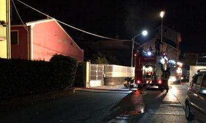 Vanno a fuoco quattro garage nella notte