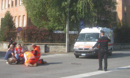 Parroco di Ciriè ferito cadendo dallo scooter