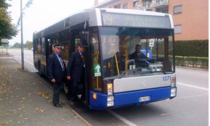 Soprusi dei nomadi sul bus 69: nasce un comitato