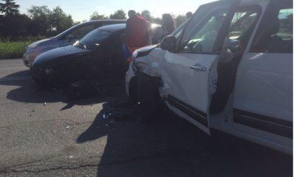 Tre auto coinvolte nello scontro   davanti all'Aeroporto