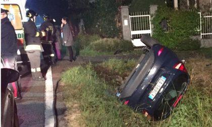 Auto nel fossato: feriti due gemelli di Lanzo
