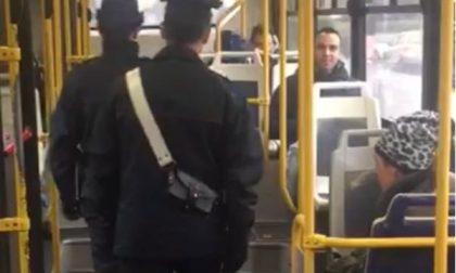 Scippo sul bus: sedicenne in manette
