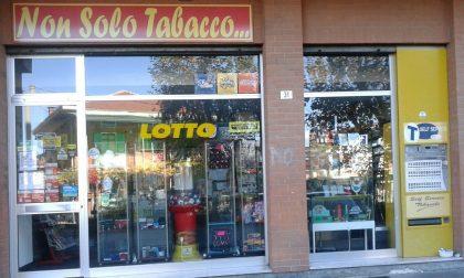 Tentano di rubare alla tabaccheria di via Villanova, ma...