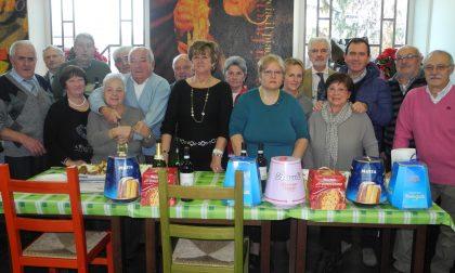 Amministratori-camerieri per la festa di Natale Anziani