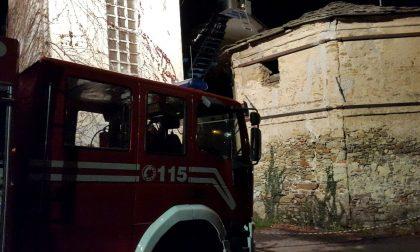 Cade una trave, crolla il tetto della chiesa