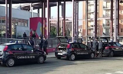 Deruba i connazionali, arrestato dai carabinieri