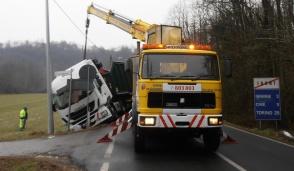 Tir esce di strada: traffico in tilt