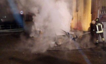 Ciriè: bruciano l'auto di una donna