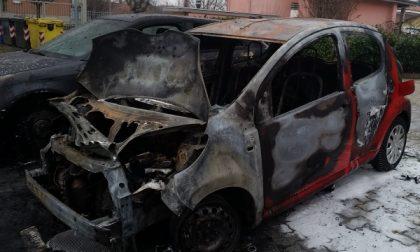 Ciriè: due auto in fiamme per un corto circuito