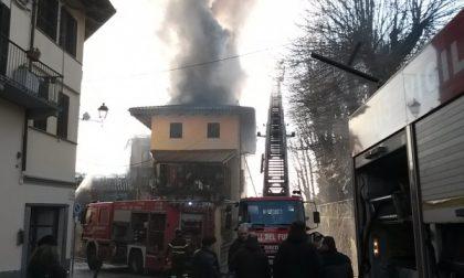 Pauroso incendio in pieno centro ad Agliè