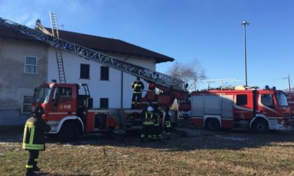 San Maurizio: a fuoco il tetto di una casa