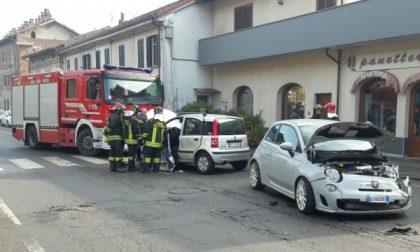 Scontro tra due auto, ferite tre persone