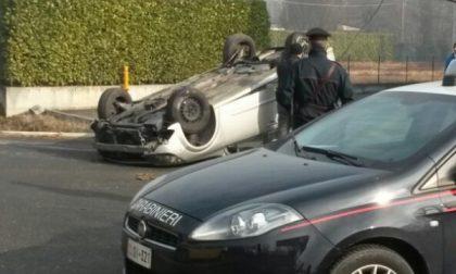 Strambino, auto si ribalta, donna all'ospedale