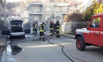 Auto in fiamme in via Pullino a Castellamonte