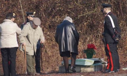 I familiari di Gloria Rosboch sul luogo dove fu ammazzata la loro figlia