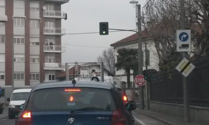 Il semaforo di Valperga è tornato a funzionare