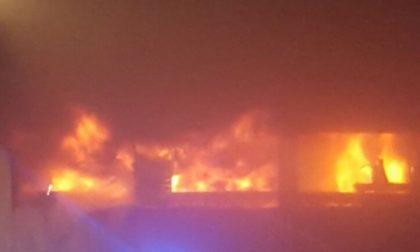 In fiamme capannone tra Favria e Busano