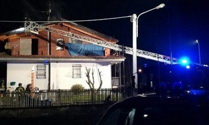Vigili del Fuoco da San Maurizio, Rivarolo e Torino per spegnere l'incendio al tetto