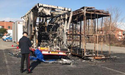 Due tir in fiamme in viale Europa a Leini