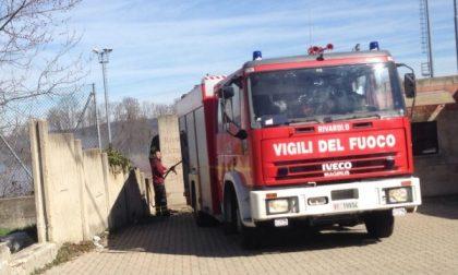Incendio al campo dismesso del Centro Polisportivo di Rivarolo