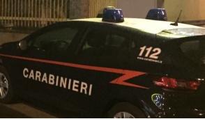 Ladra di profumi, cerca di scappare ma viene fermata dai carabinieri