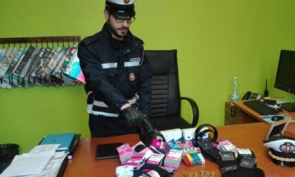 Polizia municipale blitz contro venditori abusivi: sanzione di 5 mila euro