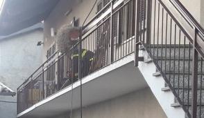 Intervento dei vigili del fuoco per un incendio camino