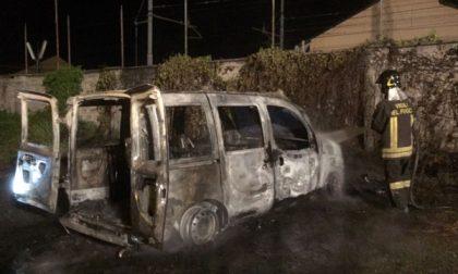 Misterioso incendio: brucia un Fiat Doblò