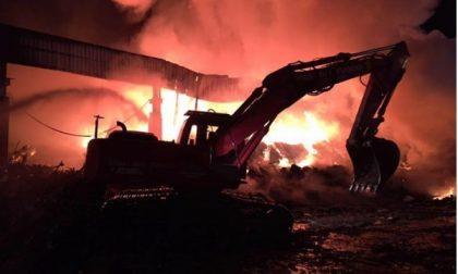 Vigili del fuoco canavesani impegnati nel rogo di La Loggia