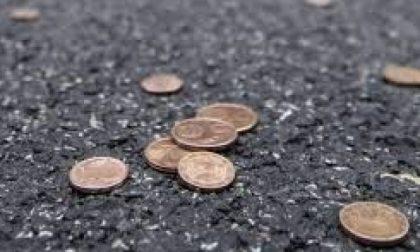 Prima il tintinnio di monete poi sparisce il borsello!