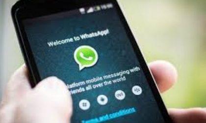 Pubblica una foto della figlia nel gruppo Whatsapp con i suoceri, papà a processo