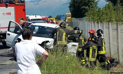 Scontro tra due auto: tre  i feriti