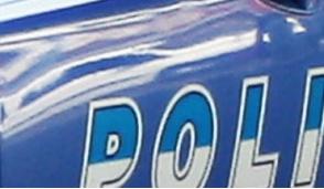 Topo d'auto bloccato dalla squadra volanti della polizia