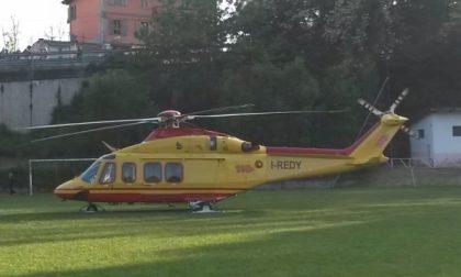 Tre elicotteri in azione tra Forno e Rivara