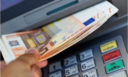 Badante infedele: rubava i soldi con il bancomat per comprare gioielli