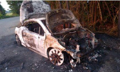 Misterioso incendio nella  notte a Caselle: auto in fiamme
