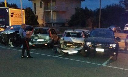 Ubriaco al volante travolge quattro auto in un parcheggio