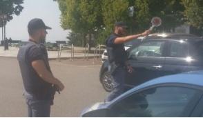 Controlli antiterrorismo, ambulante abusivo sanzionato per la bombola del gas sul furgone