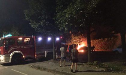 Notte di fuoco, due incendi di auto in città
