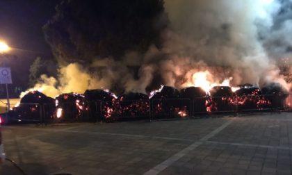 A fuoco rotoballe di fieno nell'area Prato Fiera