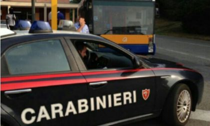 Controlli dei carabinieri ai bus degli studenti