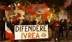 Presidio CasaPound Ivrea contro la violenza
