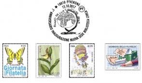 Timbro postale con i disegni delle scuole